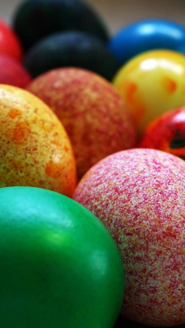 Easter Eggs closeup iPhone 5 wallpaper 640*1136