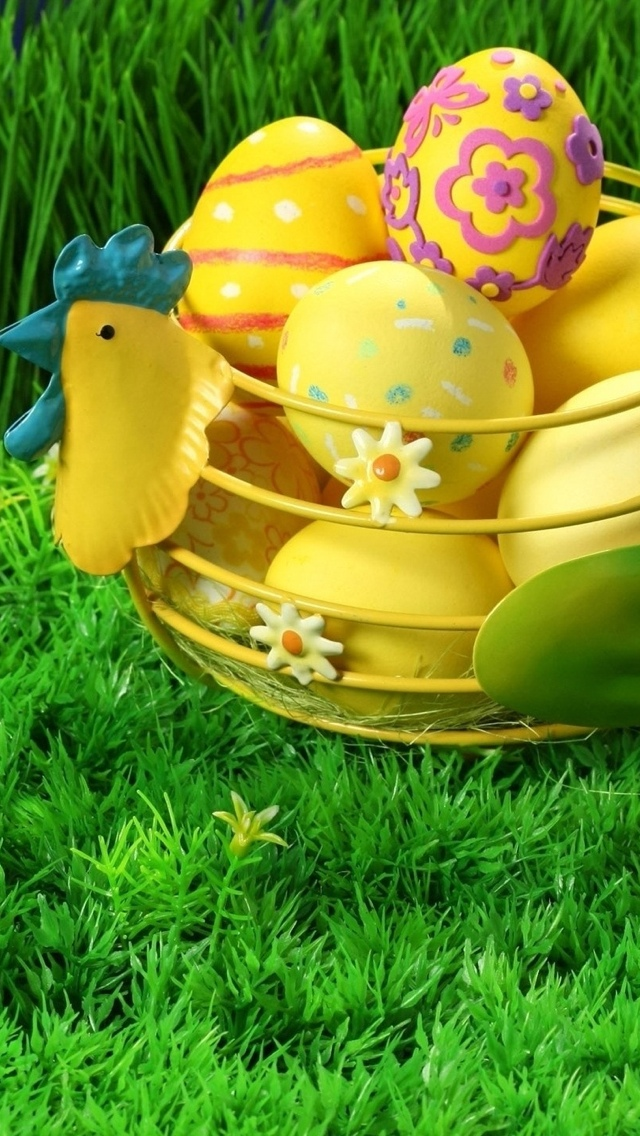 Easter Eggs in a basket on grass iPhone 5 wallpaper 640*1136