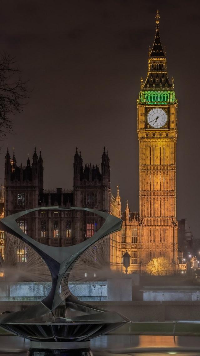 London tower at night iPhone 5 wallpaper 640*1136