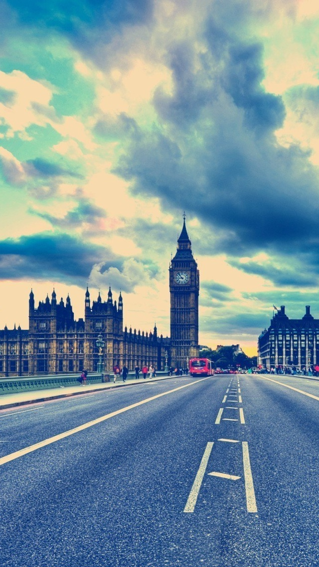 London Clouds iPhone 5 wallpaper 640*1136