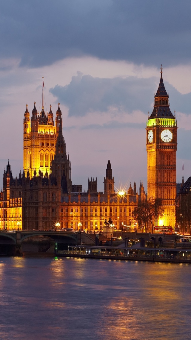 London Tower and Parliament iPhone 5 wallpaper 640*1136