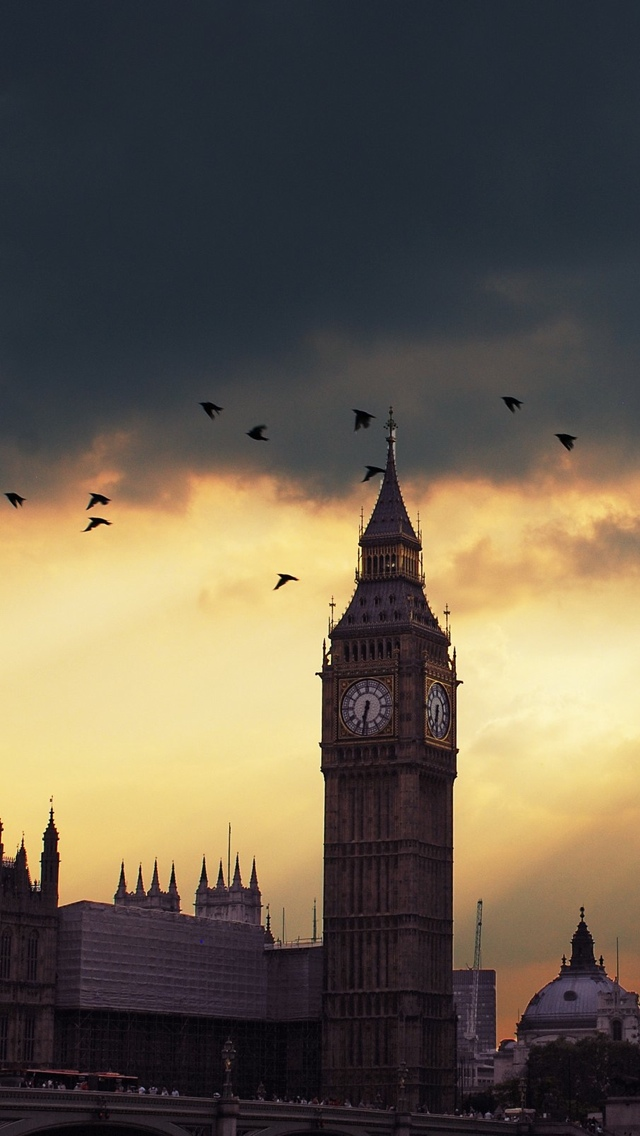 Big Ben and bats London iPhone 5 wallpaper 640*1136