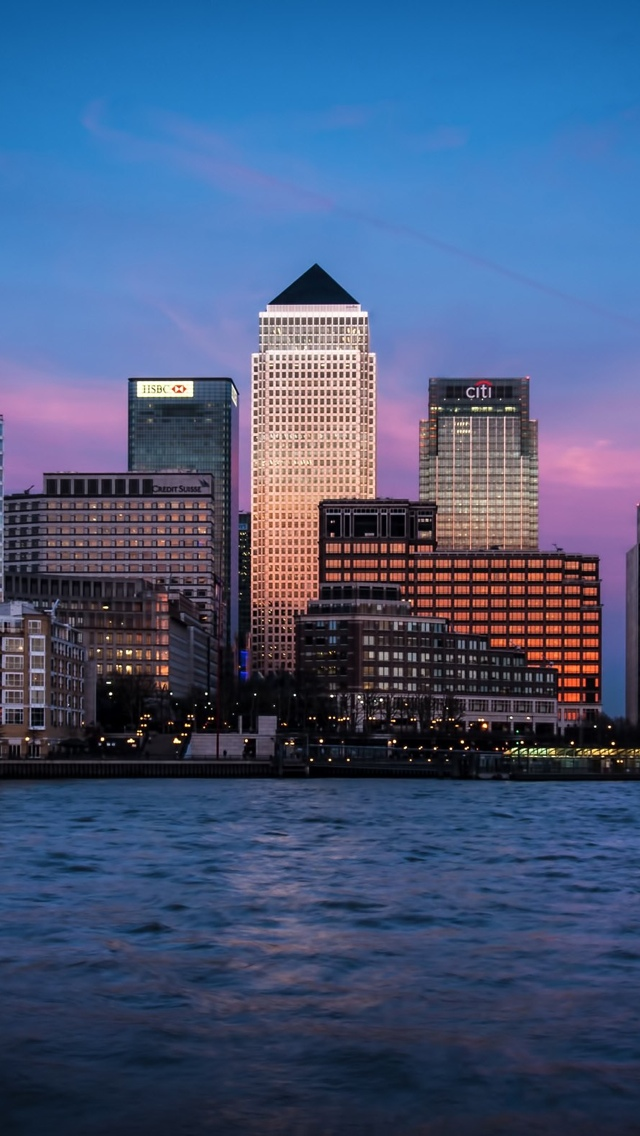 Water and tall buildings in London iPhone 5 wallpaper 640*1136