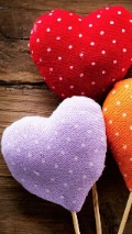 Wallpapers-For-iPhone-5-Love Theme-Hearts-120×214