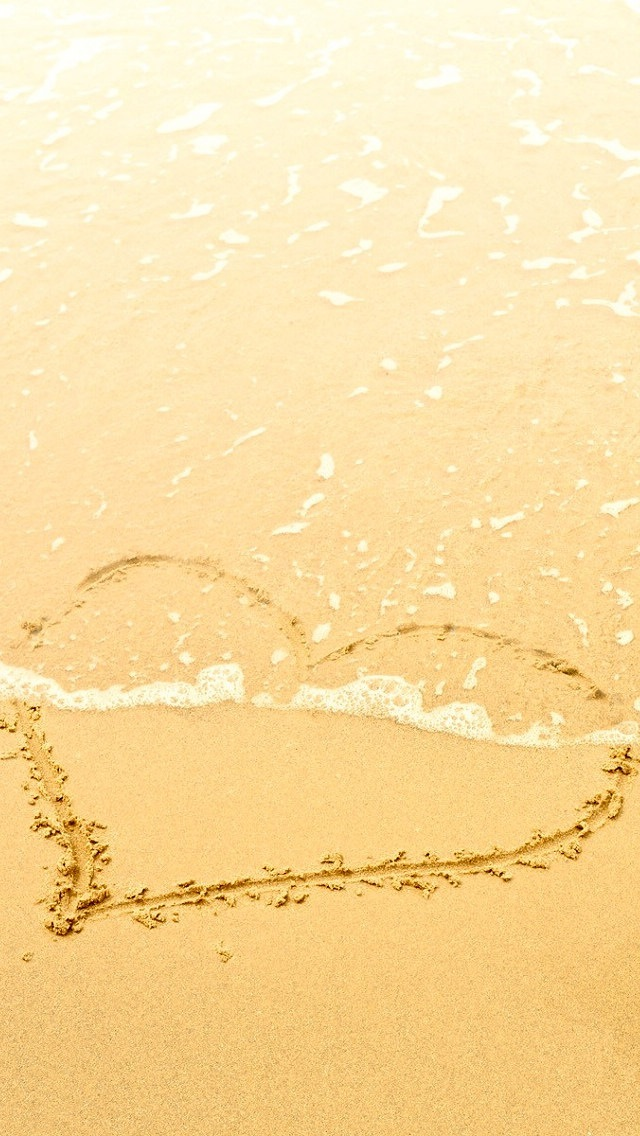 Wallpapers-For-iPhone-5-Love Category-Heart-on-Sand-640×1136