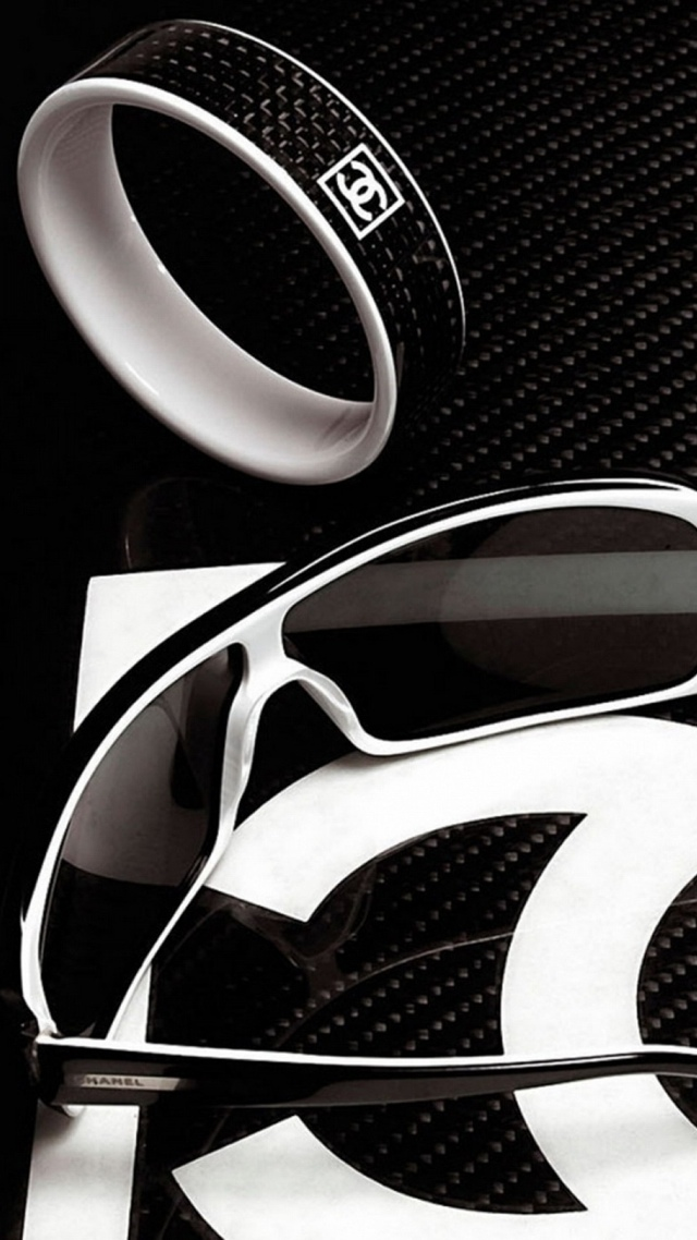 Chanel Luxury Accessories wallpaper 640x1136