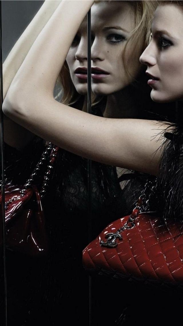 Chanel Purse Ad Luxury Accessory 640x1136