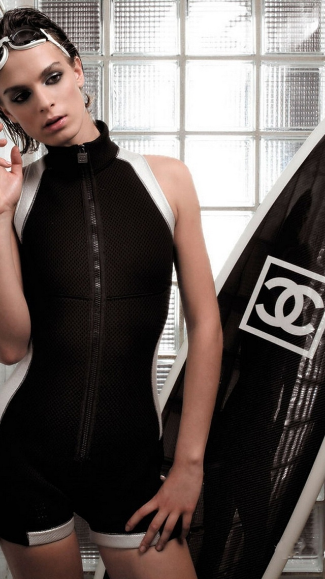 Chanel Luxury Surfboard collection 640x1136
