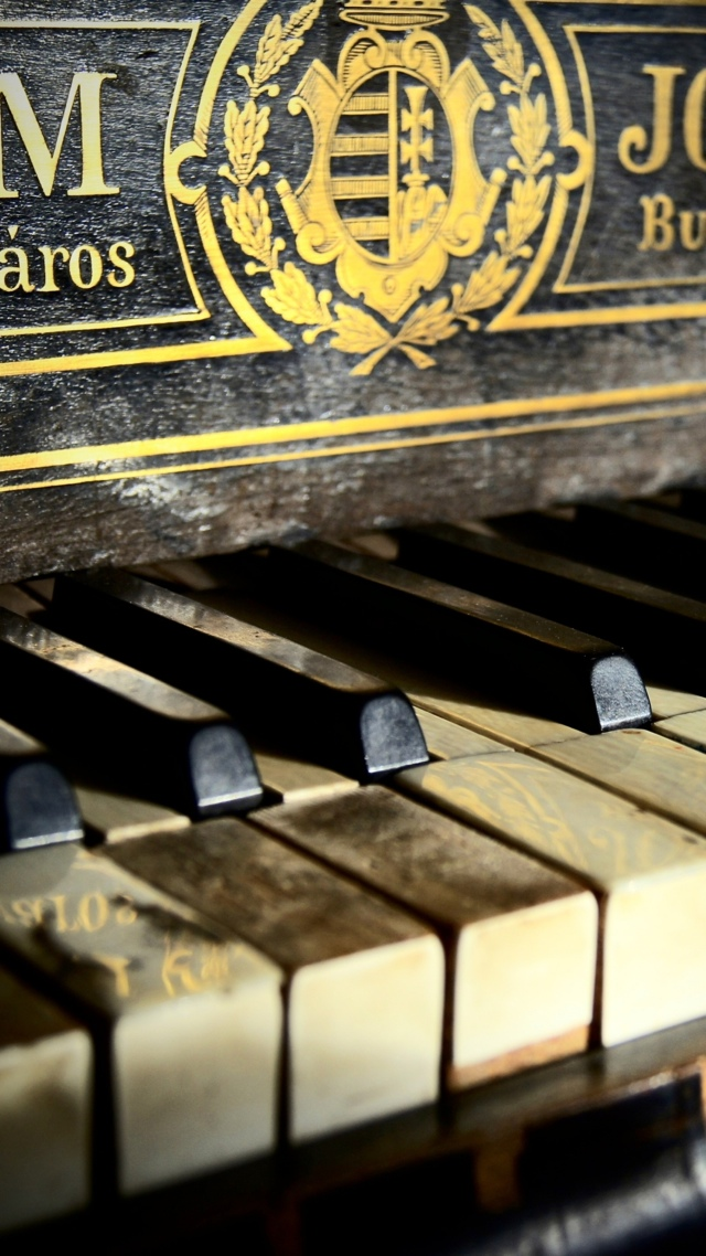 Antique Piano wallpaper 640x1136