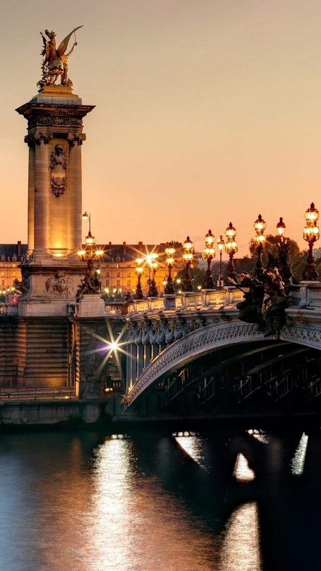 Bridge in Paris iPhone 5 wallpaper 640*1136
