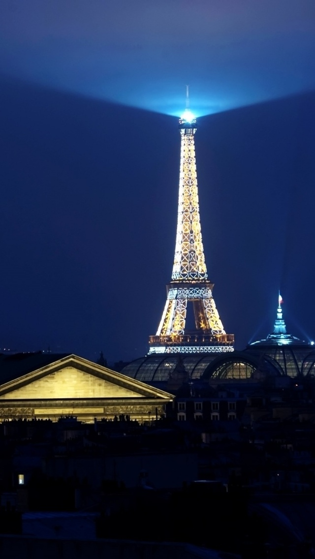 Light on top of Eiffel Tower in Paris iPhone 5 wallpaper 640*1136
