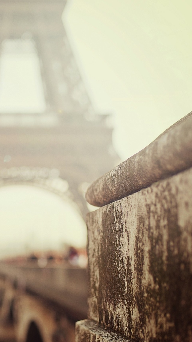 Paris Eiffel tower in fog iPhone 5 wallpaper 640*1136