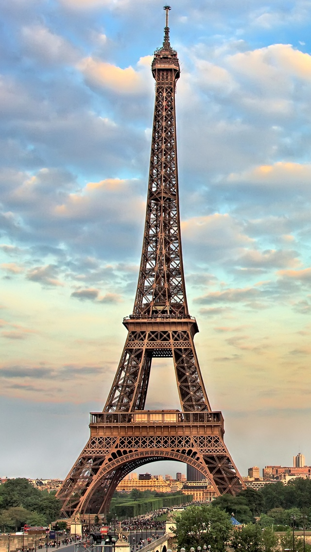 Eiffel Tower in Paris with clouds iPhone 5 wallpaper 640*1136