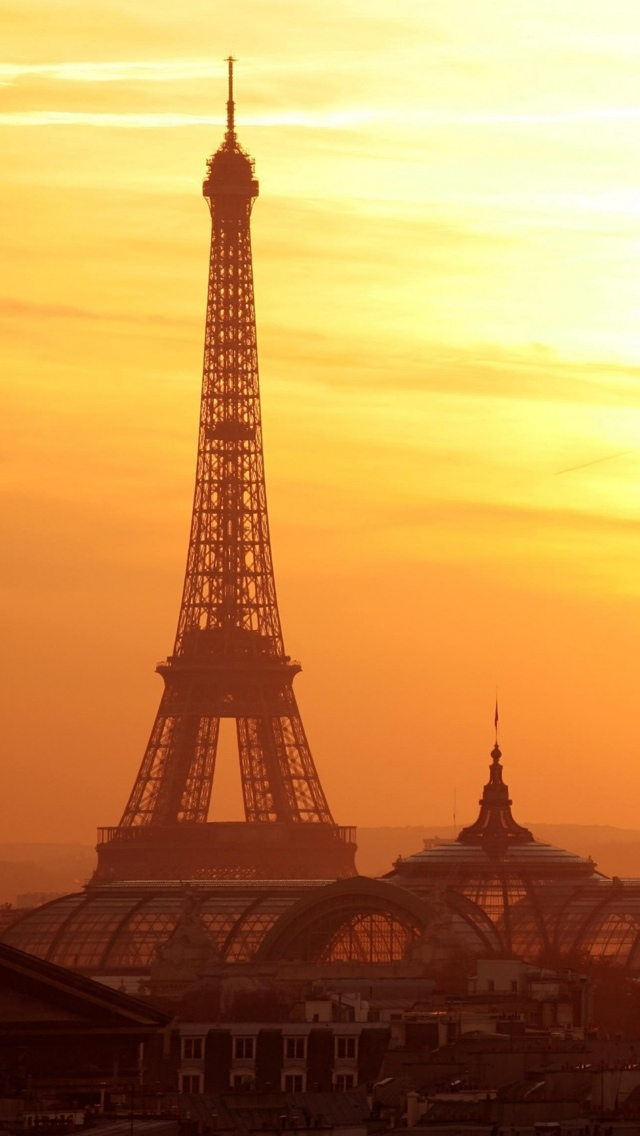 Eiffel Tower during sunset in Paris iPhone 5 wallpaper 640*1136