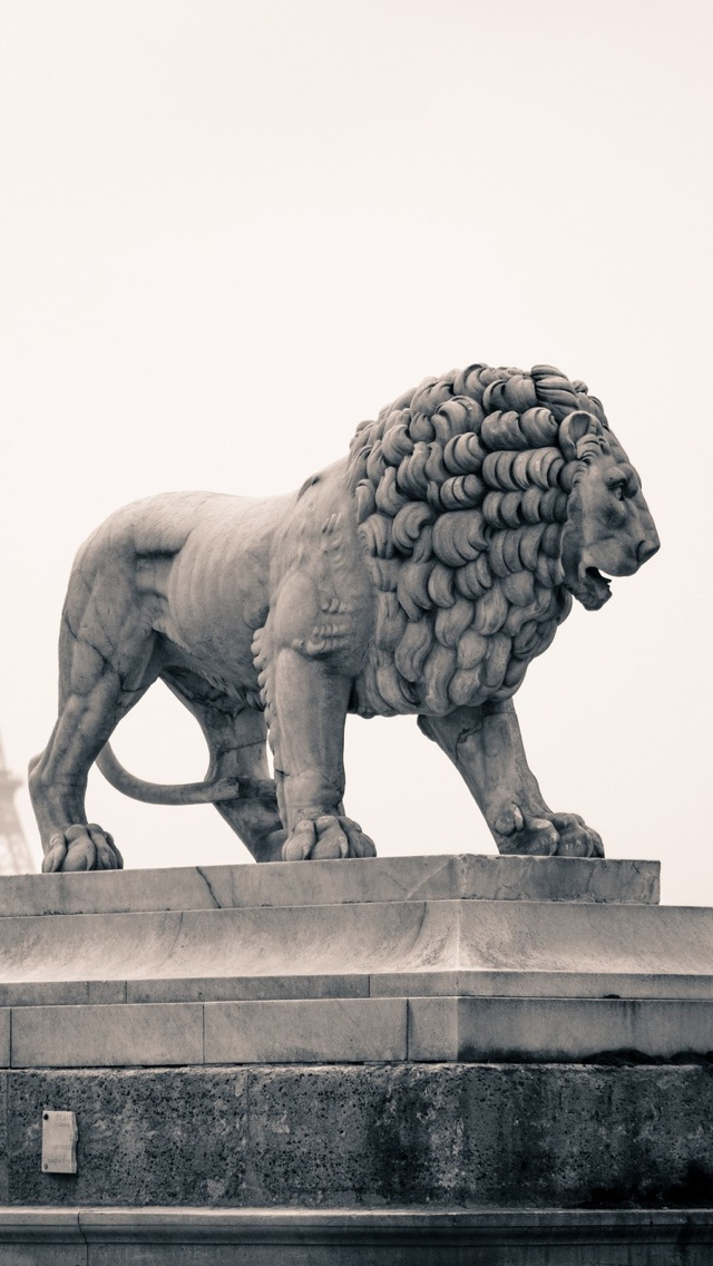 Lion monument in Paris iPhone 5 wallpaper 640*1136